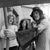 615966_John_Bonham_Standing_in_Front_of_the_Rest_of_Led_Zeppelin_Holding_a_Bar_Robert_Plant_Talking_Led_Zeppelin_24958_031_master